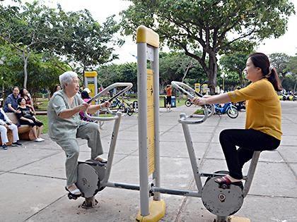 Các dụng cụ thể dục thể thao ngoài trời hỗ trợ sức khỏe trong thời gian cách ly